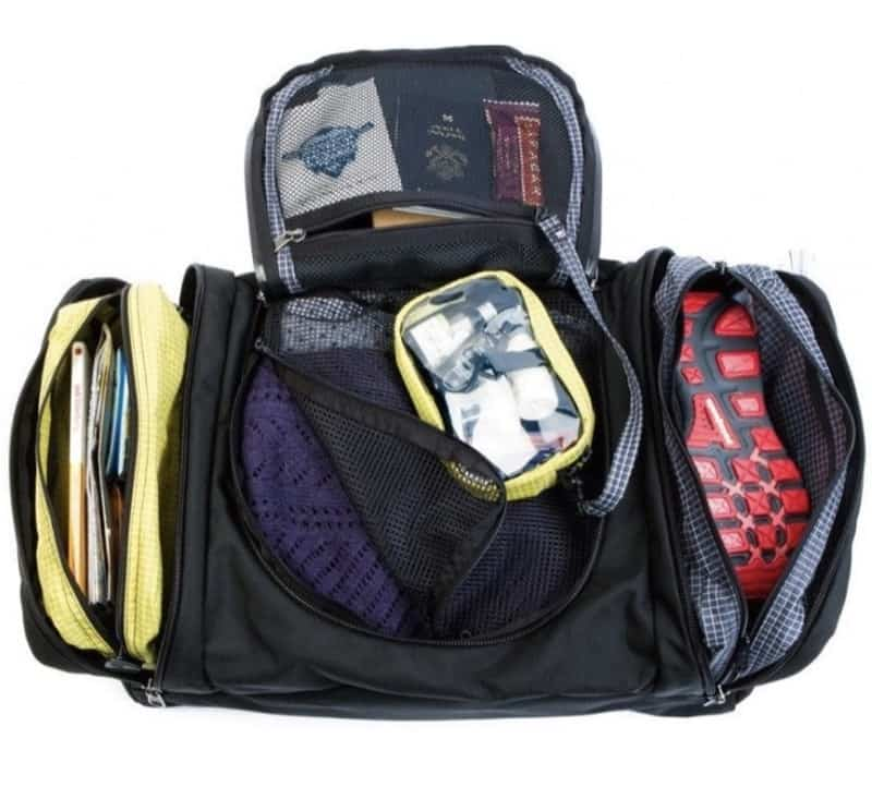 Tom Bihn Aeronaut 30 + 45 Simple and removable organization of the main compartment into 3 sections.