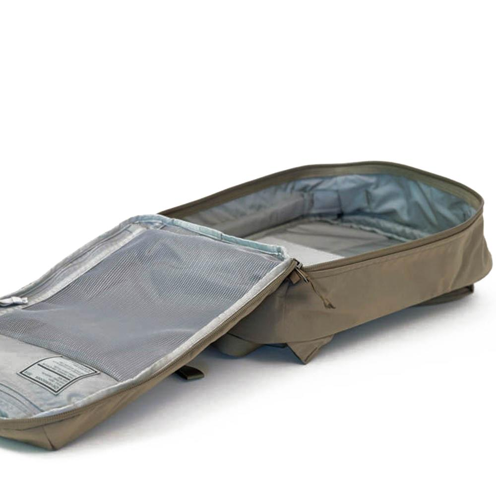 Clamshell opening. 24L capacity.  Clamshell opening. 24L capacity.