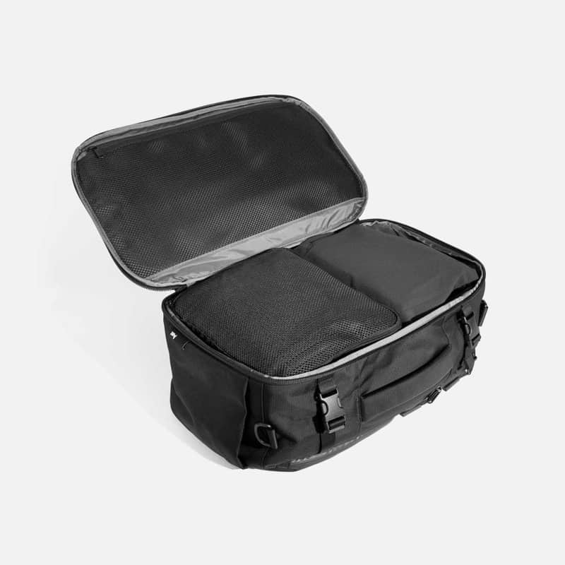 Lots of capacity. Suitcase opening. Mesh organization on top panel. (All like you expect them to be) Lots of capacity. Suitcase opening. Mesh organization on top panel. (All like you expect them to be)