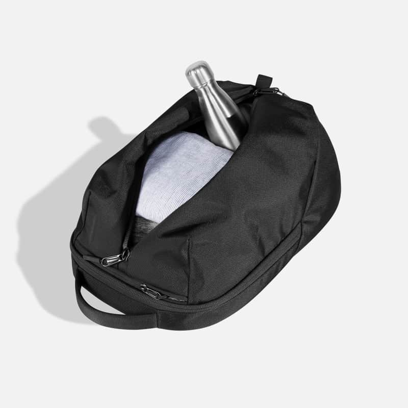 Aer Fit Pack 2 Large outer pocket with vertical zipper.