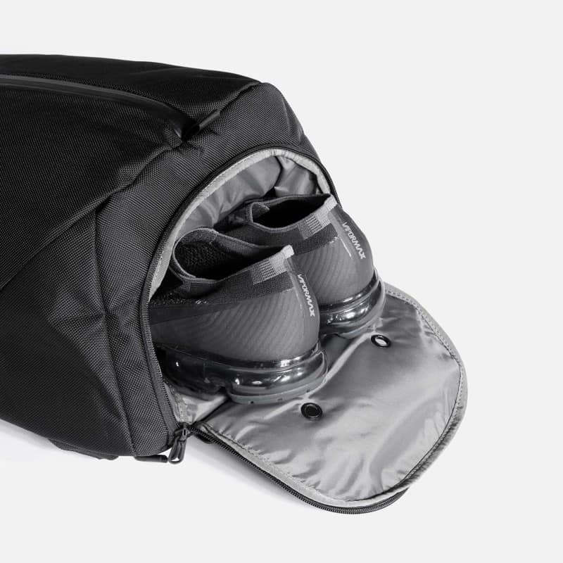 Shoe pocket makes this stylish bag perfect for the commuting minimal gym addict. Shoe pocket makes this stylish bag perfect for the commuting minimal gym addict.