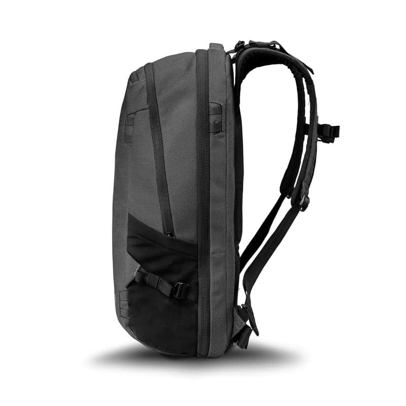 A medium size travel bag made with solid materials. A medium size travel bag made with solid materials.