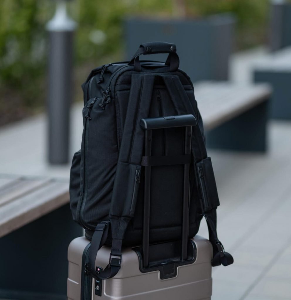 Huru A Model Backpack Luggage passthrough. Strap pockets. Solid comfort.
